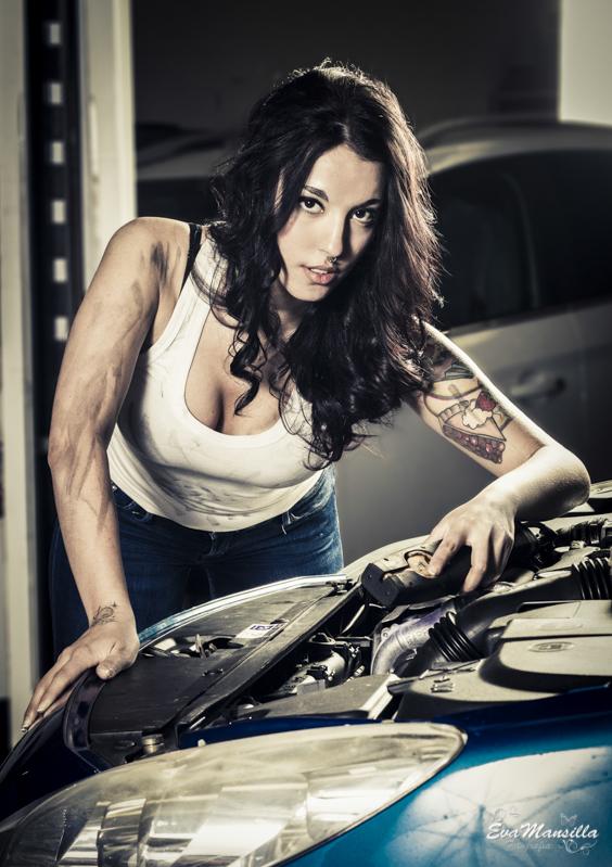 mujer mecánica sexy work taller coches malgón