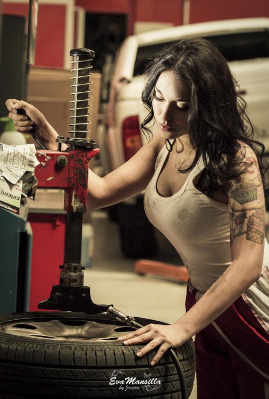 mujer mecánica sexy work talleres malgón