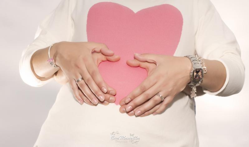 embarazada manos jersey camiseta corazón