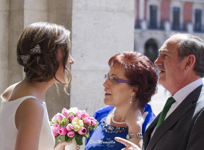novia y padres plaza mayor