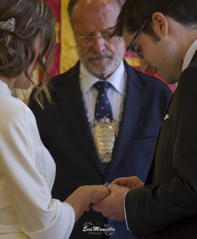 intercambio de anillos alianzas frente al alcalde León de la Riva