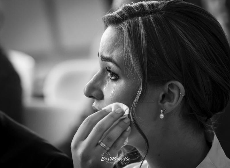 novia llorando emocionada