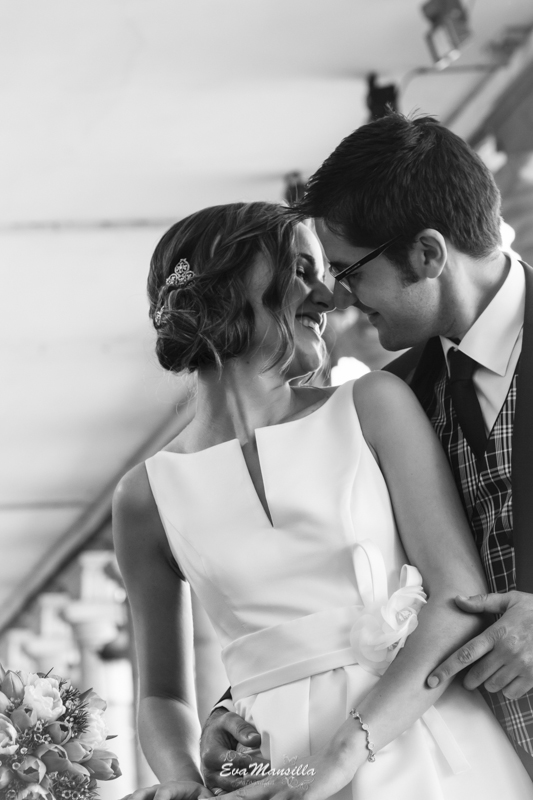 pareja novios beso esquimal