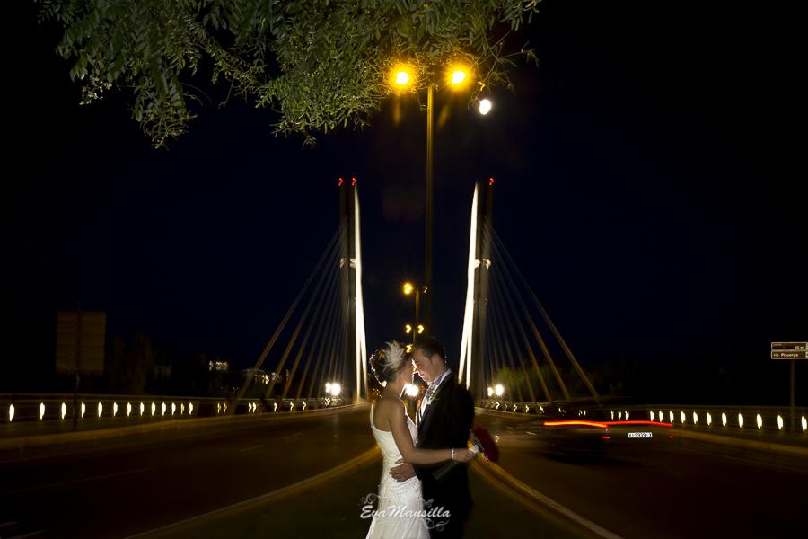 beso novios puente Constitución de noche