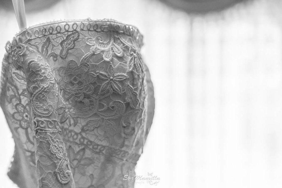 detalle encaje escote vestido novia