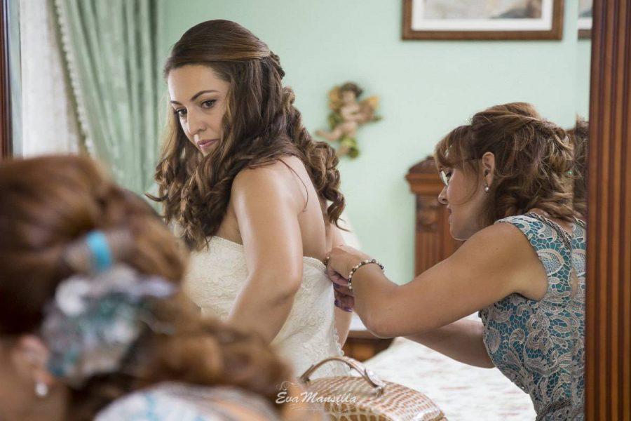 preparativos novia frente al espejo