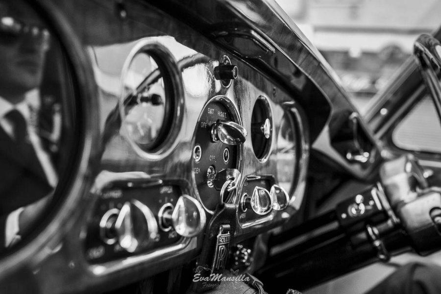 detalle salpicadero coche lujo boda