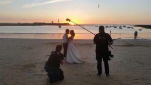 Día del Trabajo - Fotógrafos de boda con el atardecer de fondo
