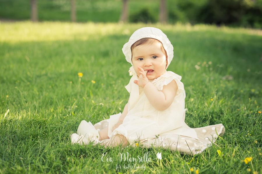 bebé niña bautizo con capota