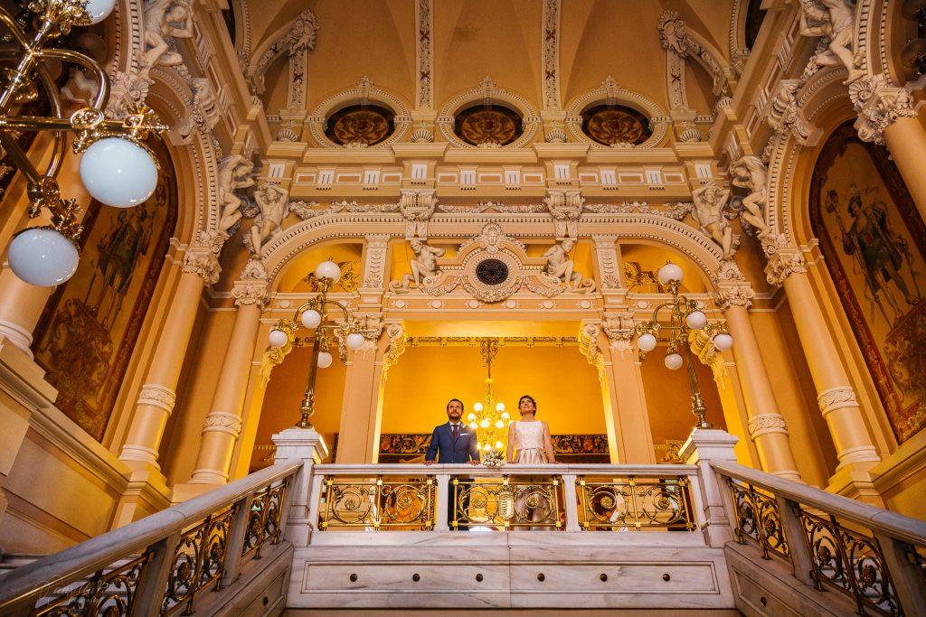 novios impresionante escalinata Ayuntamiento Valladolid