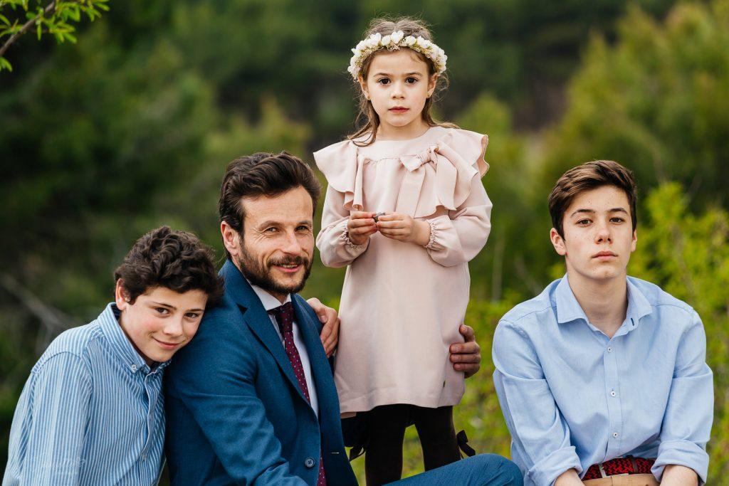 bonito retrato familiar padre e hijos