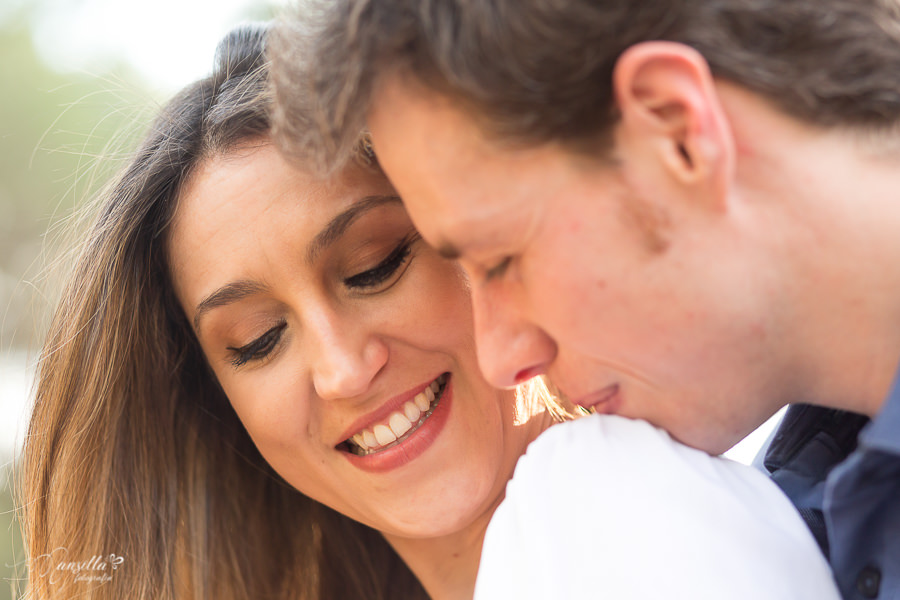 romántico beso novios primer plano